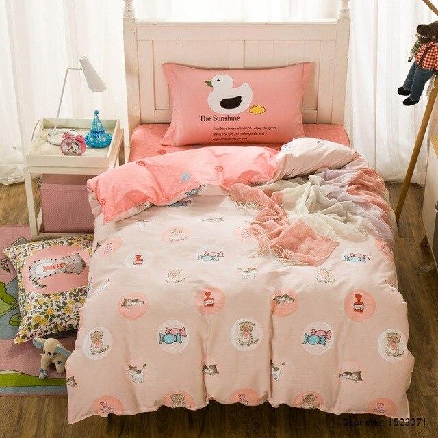 best cheap 24319 c28be US $43.26 42% di SCONTO|TUTUBIRD 3 pz bambini del fumetto gatto rosa stampa  biancheria da letto set piumone copertura dimensione doppia lenzuolo ...
