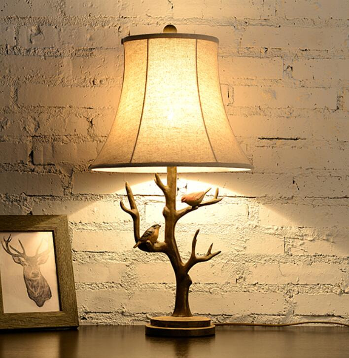 The Nordic desk lamp European contracted sitting room lamp American creative retro decoration bird desk lamp of bedroom the head