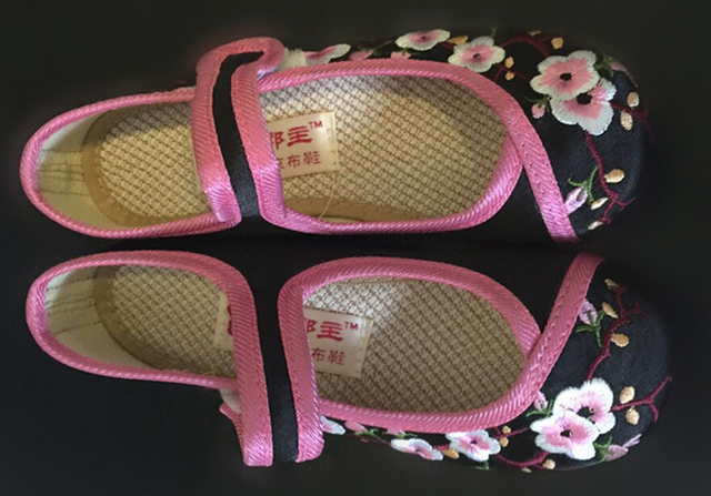big girls shoes mary jane small flower embroidery white green black pink Chinese traditional shoes vintage princess dancing shoe