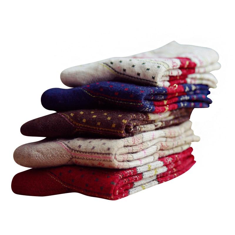 Femmes Tube Chaussettes Casual Nation Vent D'hiver Femme Laine Chaussettes Épaisses Bande Dessinée Femelle De Mode Chaussettes 3 paires/lot