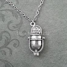 12 unids/lote micrófono de Radio clásico inspirado en collar en plata