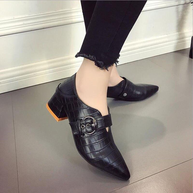 Chaussures pour femme Nouvelle décontracté D'été Dames De Mode Bout Pointu Faible Talon Chaussures chaussures pour femmes Glissement Sur chaussures en cuir souple