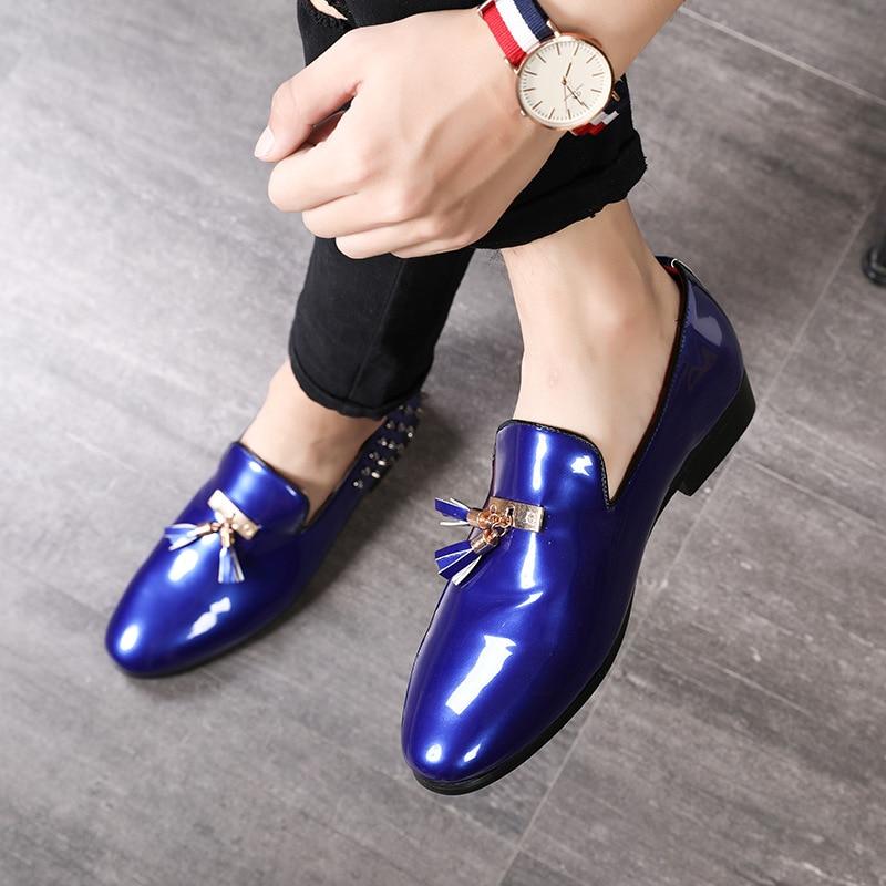 2019 Frühling Herbst Männer Kleid Schuhe Casual Patent Leder Schuhe Männer Müßiggänger Luxus Marke Quaste Nieten Hochzeit Party Männlichen Schuhe