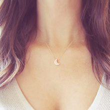 Volunge Fashion Simple Alloy Moon Pendant Short Necklaces Jewelry For Women Basic Design Pendant Clavicle Chain Necklace