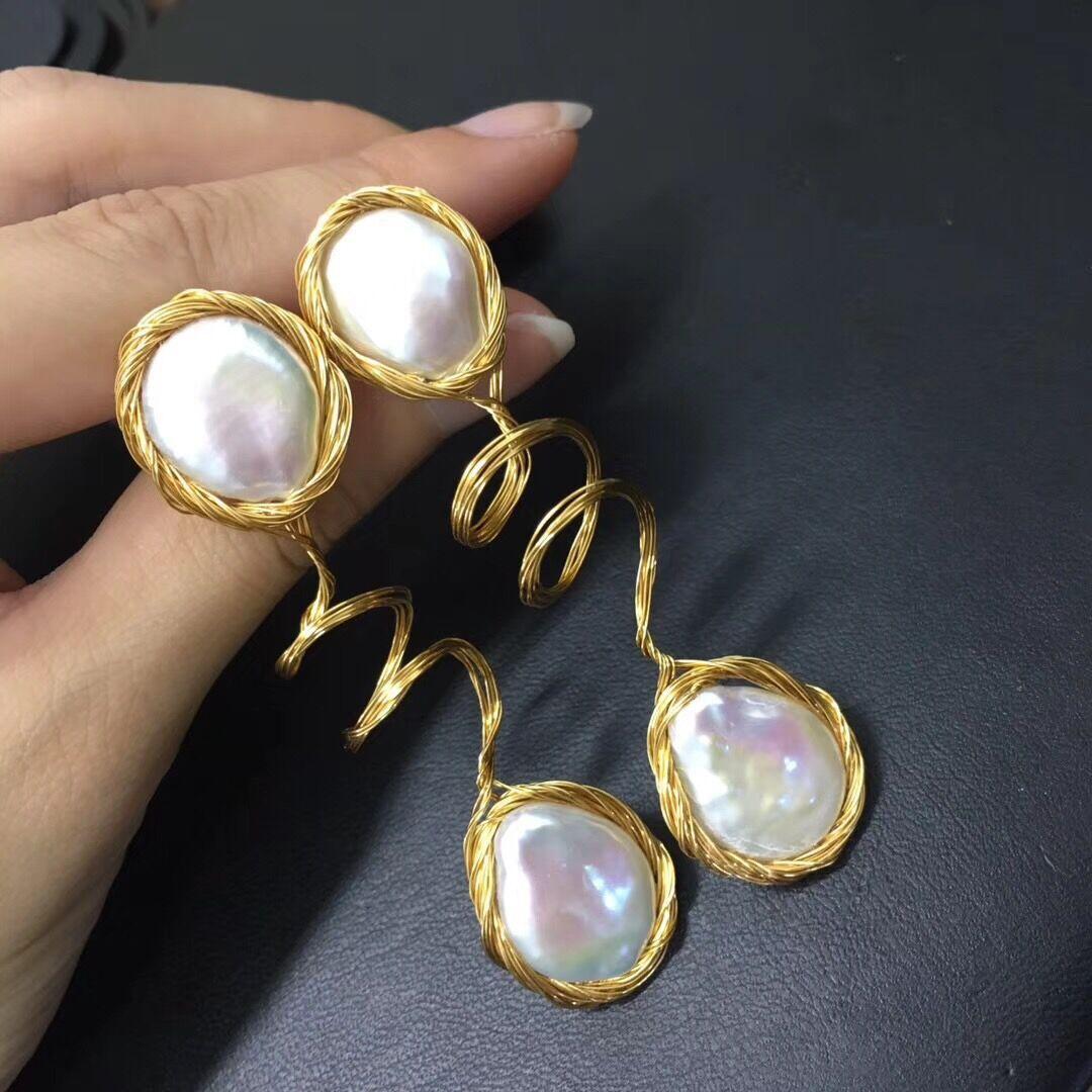 Здесь можно купить  Day, pearl The new twisting, stud earrings  Ювелирные изделия и часы