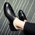 Vintage tallada Bullock señaló un joven hombres estilista de Corea del ocio establece pedal zapatos de marea