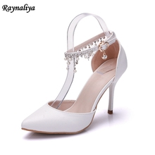 купить Bride Wedding Sandals Thin High Heels Girls Sandals Ankle Strap Beads Pointed Toe Women Shoes Sweet White Sandals XY-A0080 дешево