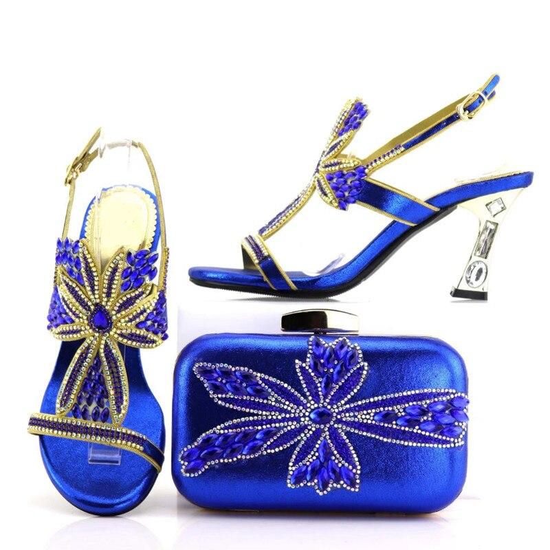 Blue Violet Avec Chaussures Et Wemon purple Merveilleux Ensemble Assorti Pour La Robe Sac V7438 À red Main Pompes Strass royal Gold Africains 1dPOC8q