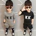 Nova primavera Roupa das Crianças da Coréia Do Sul Cartas Privadas de Lã Se Adapte Camisa Calças Roupa Dos Miúdos Conjuntos Cinza Preto