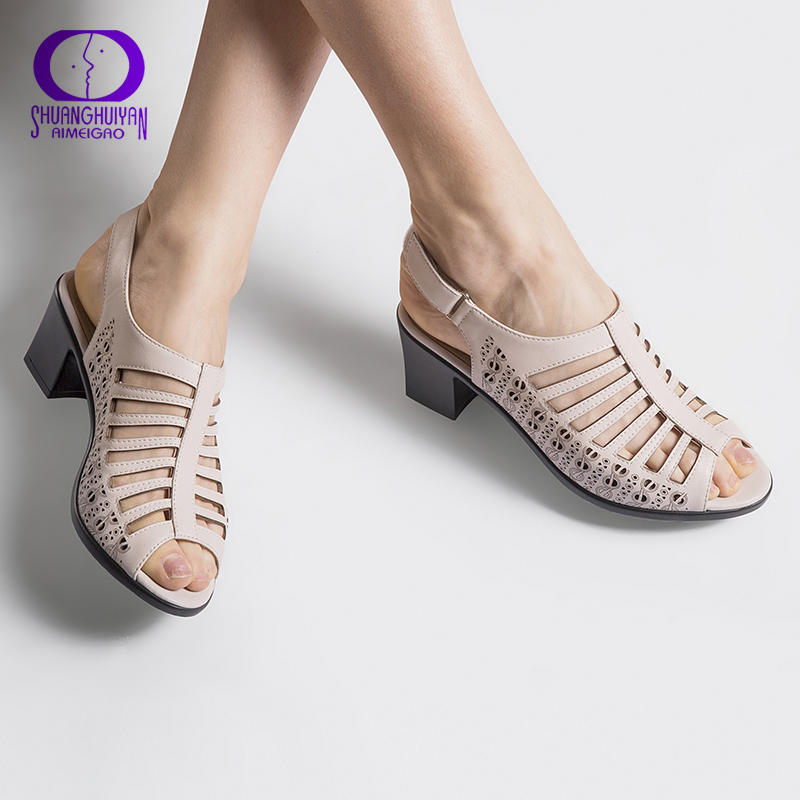 купить AIMEIGAO 2018 Buckle Strap Women Gladiator Sandals Peep Toe Summer Shoes Thick Heels Women Sandals Soft Leather Big Size Shoes по цене 1102.24 рублей