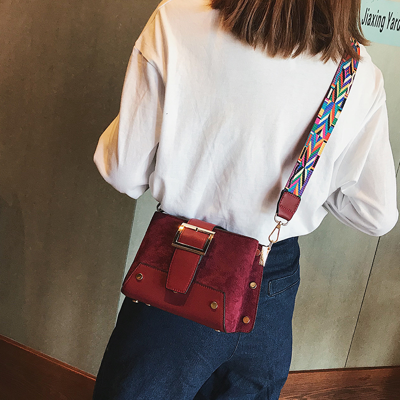 Shoulder bag female 2018 autumn new shoulder Messenger bag tide fashion wild wide shoulder strap simple casual small square bag 37