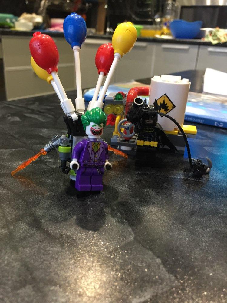 07048 Marvel Super Heroes The Joker Balloon Escape Building Blocks Set Lepine Toys Compatible with 70900 Batman Movie