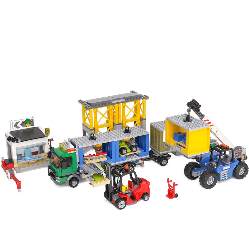 Lepin 02082 Genuine 829Pcs City Series The Cargo Terminal Set 60169 Building Blocks Bricks Educational Toys As Gift Model ynynoo lepin 02043 stucke city series airport terminal modell bausteine set ziegel spielzeug fur kinder geschenk junge spielzeug