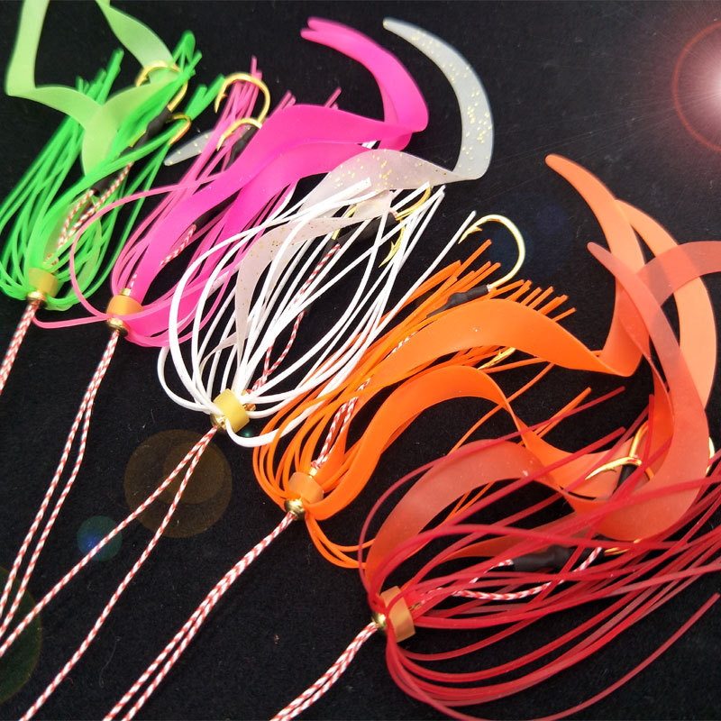50PCS lot Silicone Skirt with Hook High Carbon Steel Fishing Hooks Salty Rubber Fishing Lures Jigging