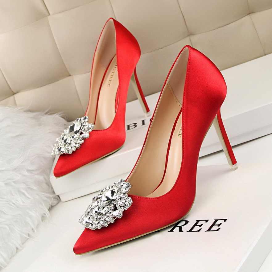 Новый корейский роскошные стразы атласные туфли на высоком каблуке с закрытым