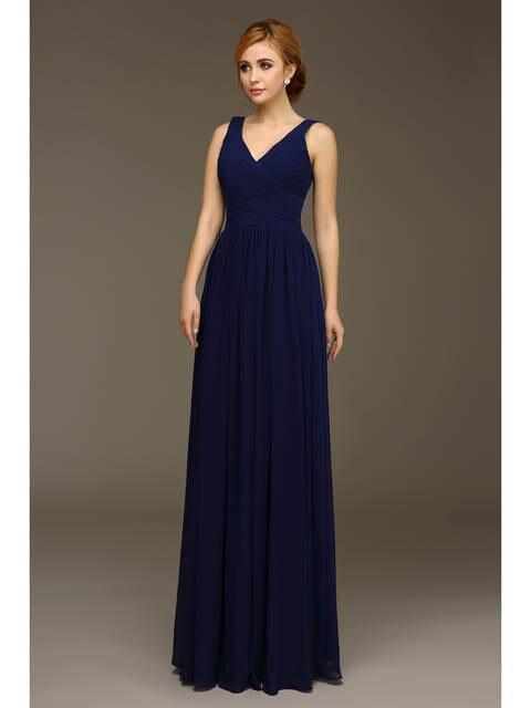fa17563468d6 Vestidos de damas de honor largos azul marino 2019 Real cuello en V sin  tirantes vestido de fiesta de boda largo hasta el suelo una línea de gasa  trajes de ...