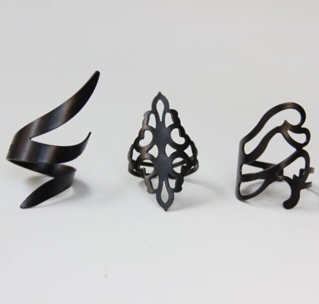 HTB1CqCMIFXXXXb4XpXXq6xXFXXX8 - Set of 3 Dried Leaves Inspired Black Rings