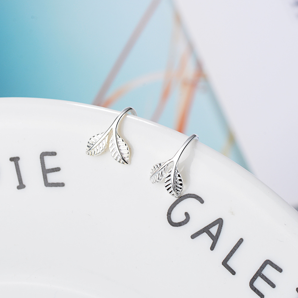 New arrivals fashion simple leaf 925 sterling silver ladies stud earrings jewelry for women wholesale no fade cheap in Stud Earrings from Jewelry Accessories