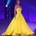 Vestido de noche brillante de cristal rebordear cabestro sin respaldo line amarillo 2017 de baile vestido de noche vestido de noiva