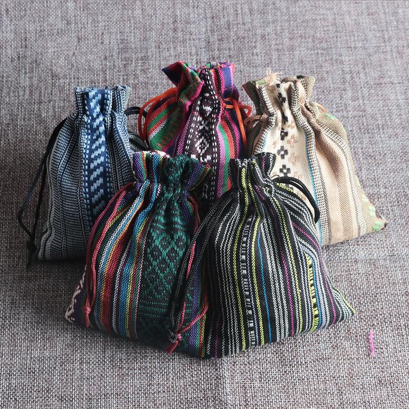 Novo 50 pçs/lote vento Étnicas sacos de algodão 9x13 cm Colorido Listra Dos Doces Presentes Jóias Embalagem Sacos de Algodão Bonito Saco Do Presente com cordão