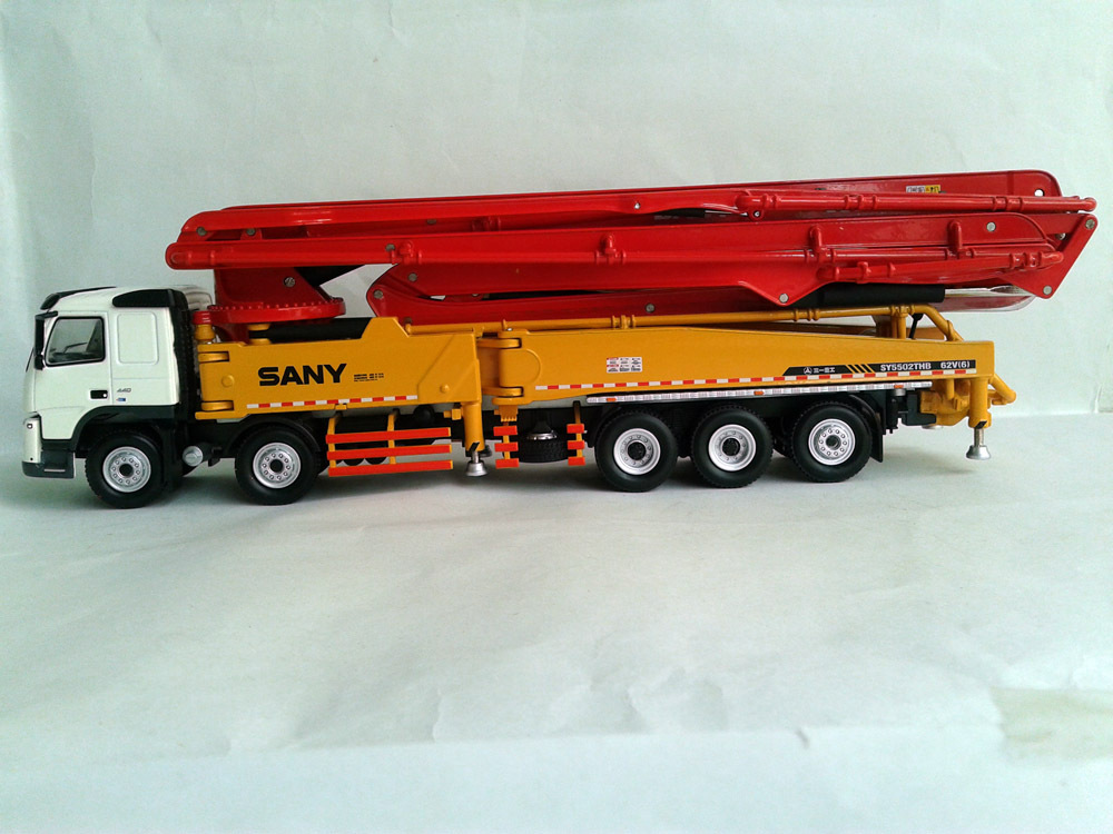1 50 SANY HB62V Truck mounted concrete cement pump toy