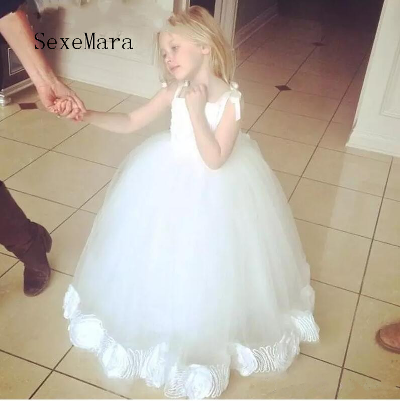 New Ball Gown Flower girls Dresses For weddings White Tulle Handmmade Flower Spaghetti Strap Floor Length Child Communion Dress