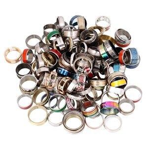 Image 5 - Anneau de bijoux en acier inoxydable 100 pièces/boîte Design géométrique Styles mixtes hommes femmes Punk anneau de doigt Anillo de dedo lot de gros