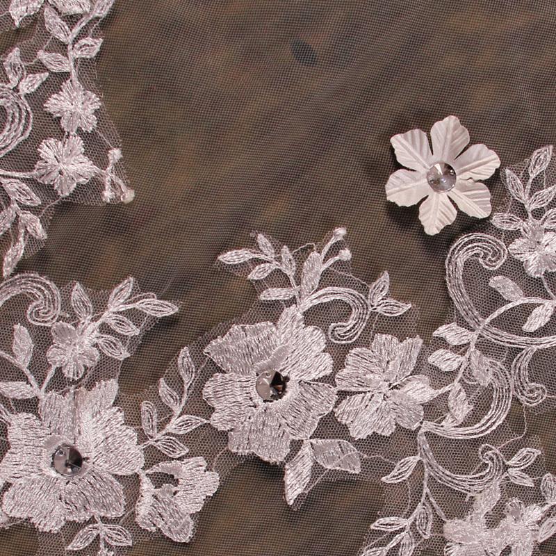 New-Arrive-Bride-Veil-Long-Length-Elegant-Lace-Beaded-Long-Wedding-Veil-Fashion-Long-Wedding-Veil (1).jpg