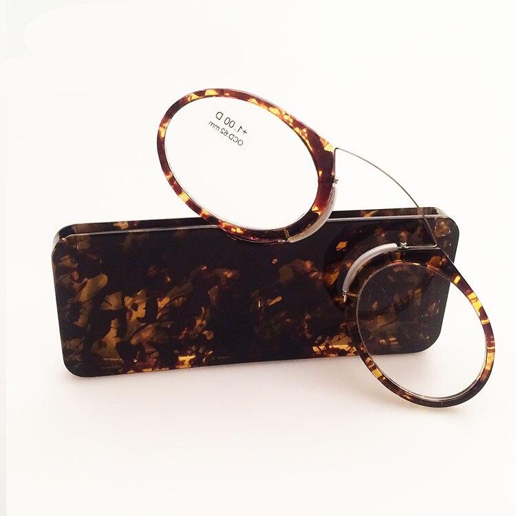 b060f7109caa2 Novo Portátil nariz Clipe Carteira de Óculos de Leitura com Caso 3 cores  mini óculos para presbiopia Vidro Tamanho Do Cartão de Crédito de Emergência