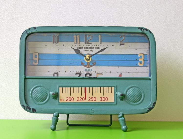 Horloge en métal rétro nostalgique Radio fer métal horloge de Table thermomètre affichage minuterie chambre étude bureau Antique décor horloge