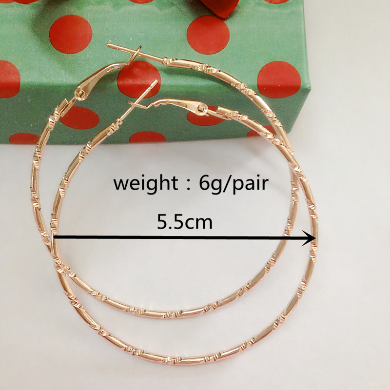 Simple Guldfarve Big Hoop Earring For Women Statement Fashion Smykker Tilbehør Large Circle Round Earrings gratis fragt