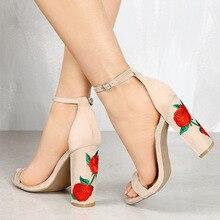 Sandalias de verano Zapatos de Tacón Alto Bombas Macizas Mujer Elegante Rose Bordar Boda Zapato con Cierre de Mujeres Sandalias zapatos de Fiesta