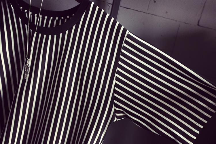 aa663b375760 2015 Summer Women Crew Neck Short Sleeve Black And White Vertical Striped T  Shirt Dress Ladies Simple Casual Dress. Loose code length 82 cm , bust 98 cm