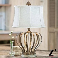 Réplica de artículo de la lámpara de mesa de la Corona realeza de Estilo Vintage D43cm x H72cm