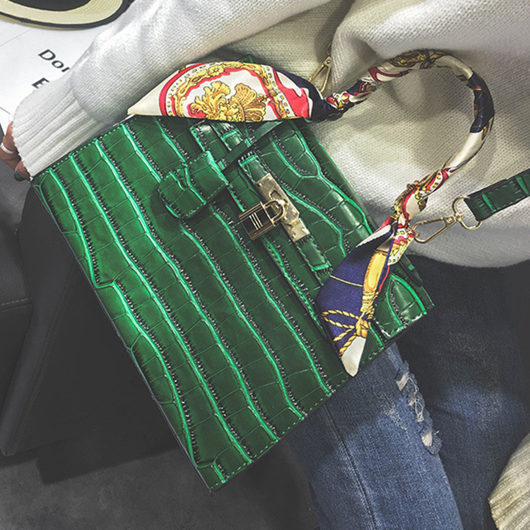 2016 Autumn New Product Korean Personality Water Wave Packet Street Hundred Take The Hand Handbag Trend Single Shoulder Woman