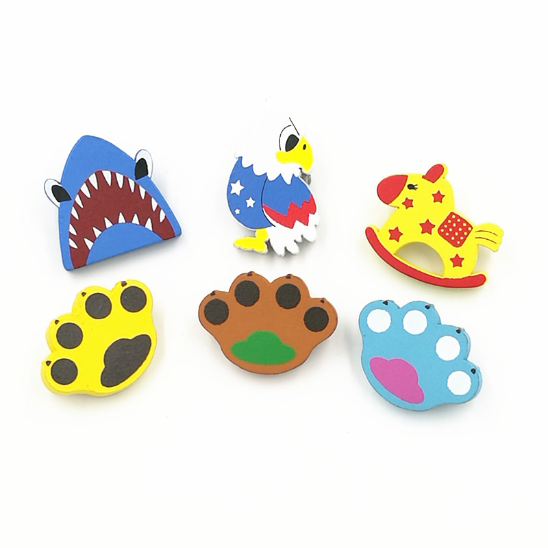 X164 Cartoon Cute Cat Paw Eagle Trojan Shark Natural Wood Brooch Pins Safety Pins Jeans Bag Decoration Brooches Gift Wholesale