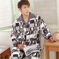 Nueva Coral pijama de cachemir Hombres de cuello de Solapa Botón tipo Clásico estilo de manga larga pantalones de Gran tamaño de Alta final la ropa a Casa