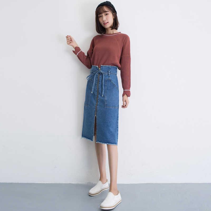 Попа в короткой джинсовой юбке #15