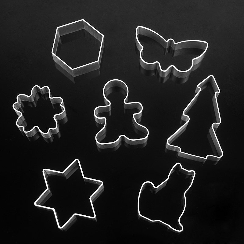 7pcs lot Christmas Aluminum Biscuit Bakeware Fondant cookie mold DIY Sugar craft 3D Pastry Cookie Cutters