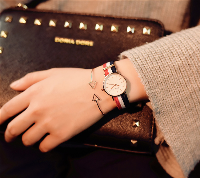 Watch female students Korean version of the simple retro trend Korean cute casual atmosphere female models small dial business casual fashion watch features diamond dial strip of male and female students in outdoor sports with retro lovers watch