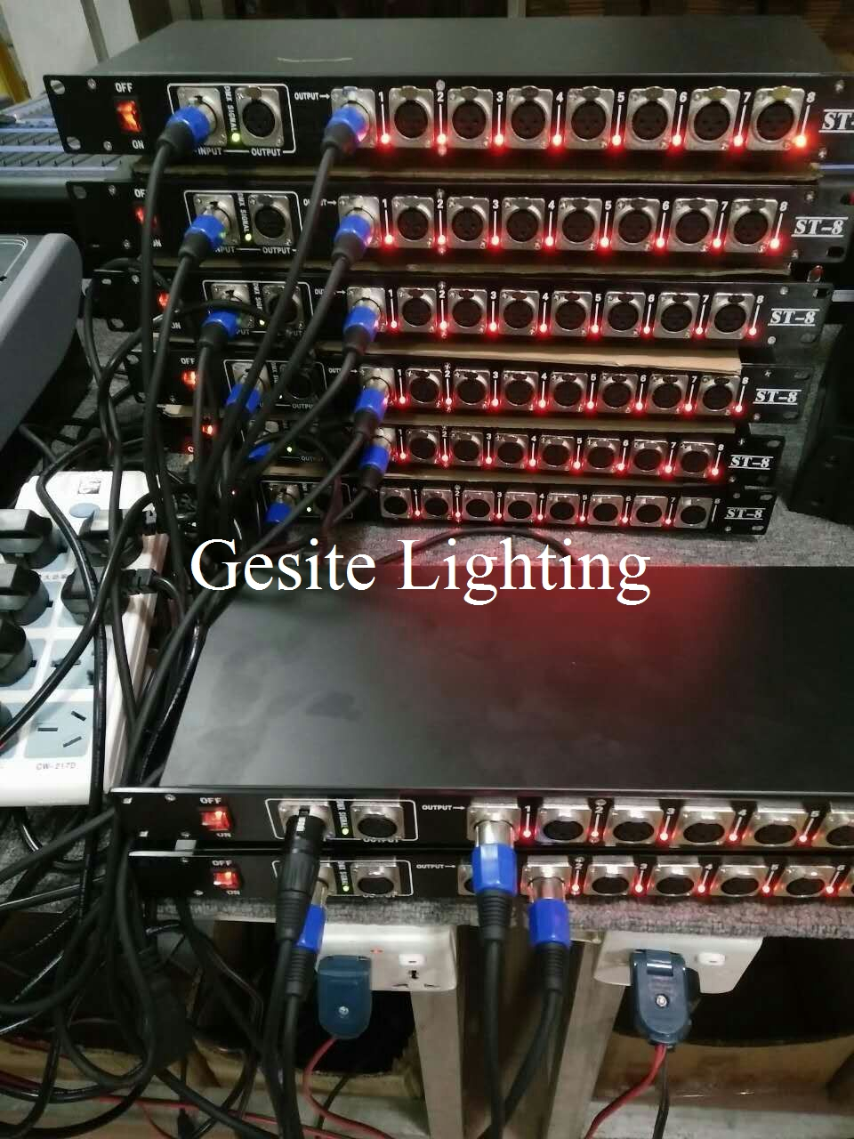 Freeshipping 8 Way DMX 512 Signal Distributor Led Stage Lighting Control 8 Road Distribution Amplifier Gold Color Iron DMX Con