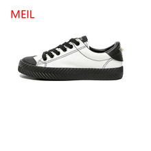 все цены на 2018 New Fashion Sneakers Women Leather Shoes Vintage Style Retro White Canvas Shoes with Rivets Female Casual Shoes Flat Heel онлайн