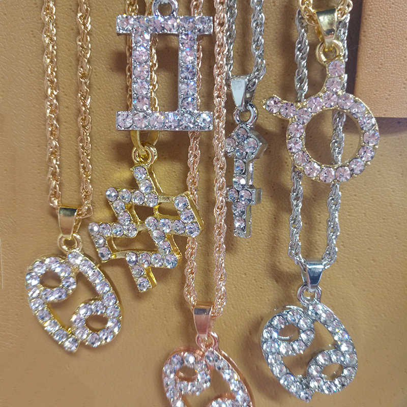 Kobiety i mężczyzna biżuteria znak zodiaku wisiorek naszyjniki Iced Out Rhinestone 12 konstelacje Charm naszyjnik dla Hip Hop prezenty sprzedaż