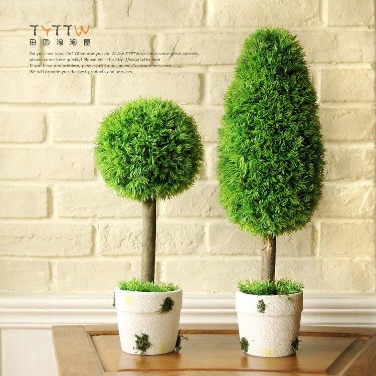 Jard n europea con verde olla de barro seductora pavo real pino simulaci n de simulaci n de - Pinos para jardin ...