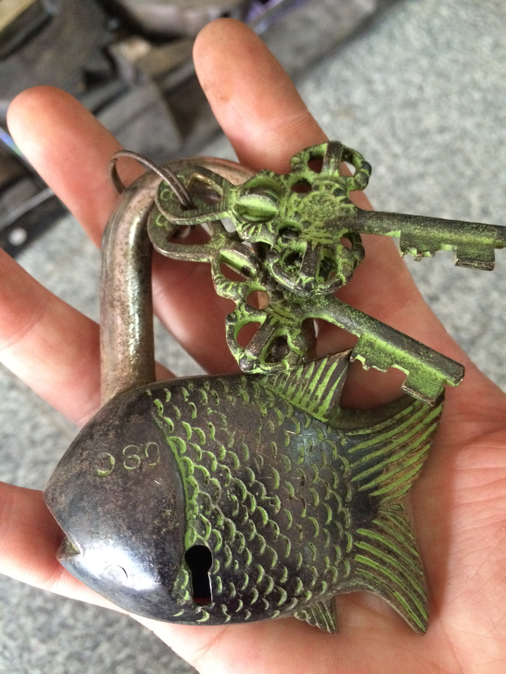 Rare Chinese old style big Brass Carved fish statue lock with 2 keys 164831321 metal handicraft gifts toys