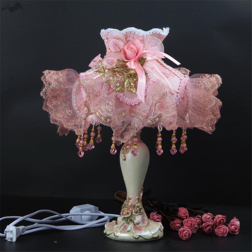 Retro European Style Exquisite Romantic Table Lamp Lace Wedding Garden desk Lamp Cloth Princess de Bedside Lamp for Girl Bedroom