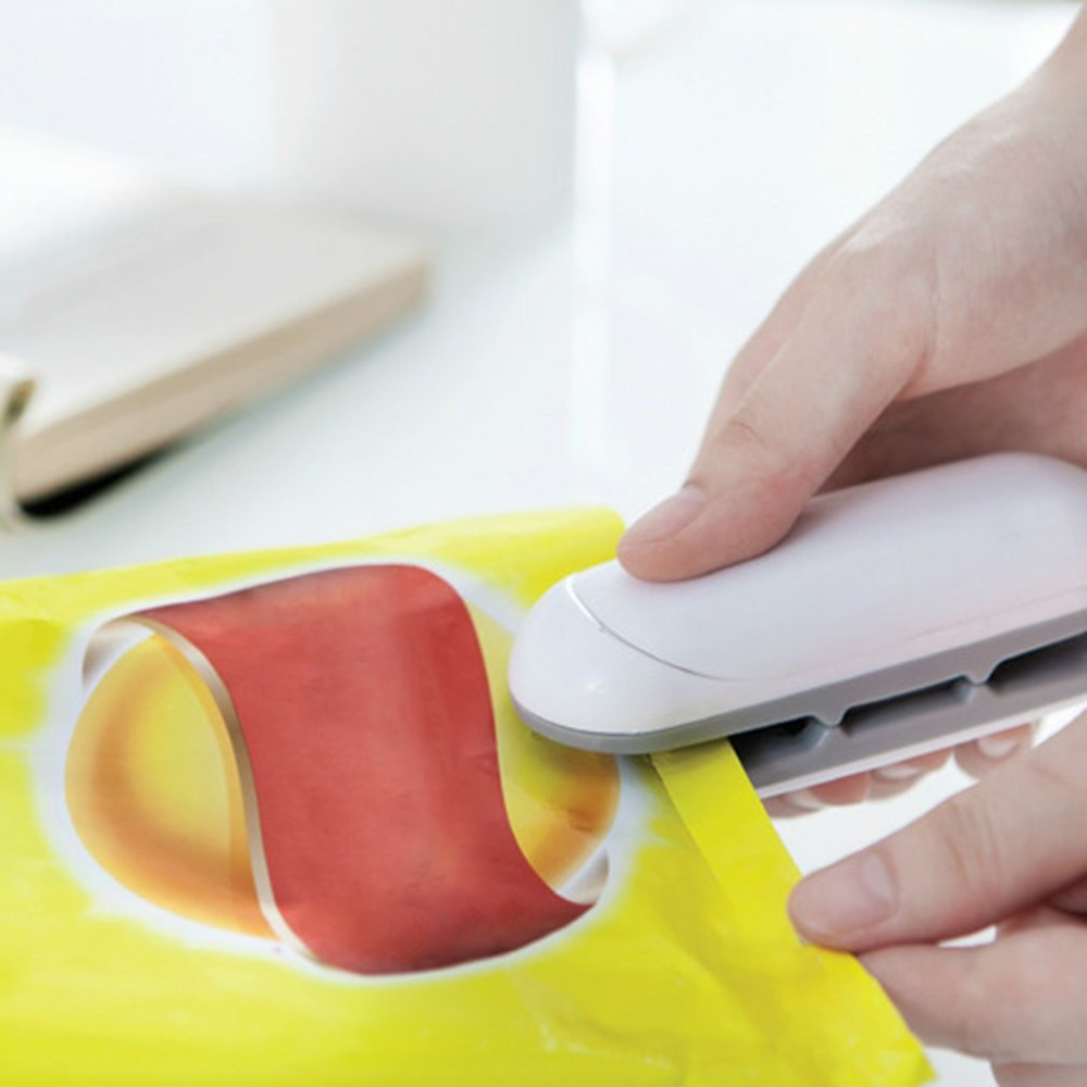 Mini Portable Food Sealer Machine Handheld Food Snacks Packaging Vacuum Plastic Bag Heat Sealing Machine Closing Capper