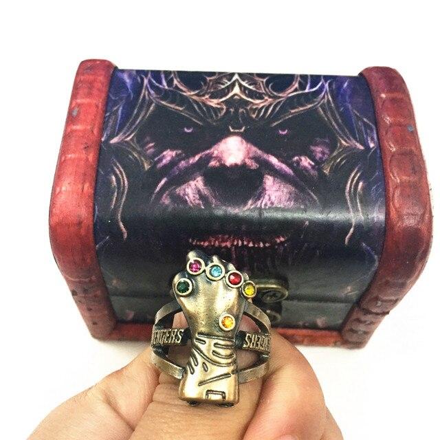 Кольцо Танос и перчатка в подарочной коробке Мстители: война бесконечности 2
