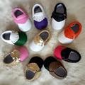 2016 nueva suela blanda PU Fringe colores mezclados bebé niña niño primeros caminante Newborn mocasines zapatos de Prewalker tamaño 0 - 36 M