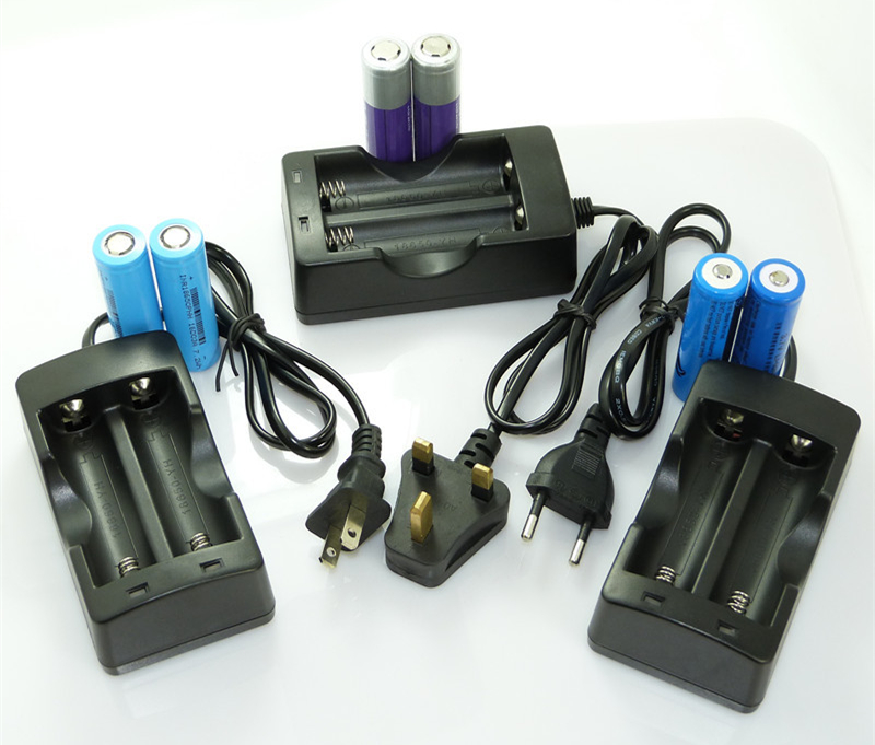 Slot Traveling 18650 Battery Charger for 18650 Battery Doulbe DC 4.2V EU Plug